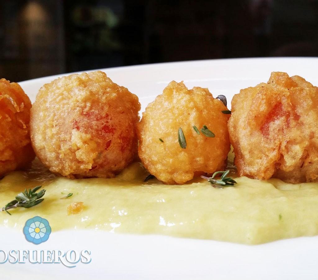 Tomatitos en tempura con salsa de aceitunas aliñadas - Paul Ibarra - Los Fueros
