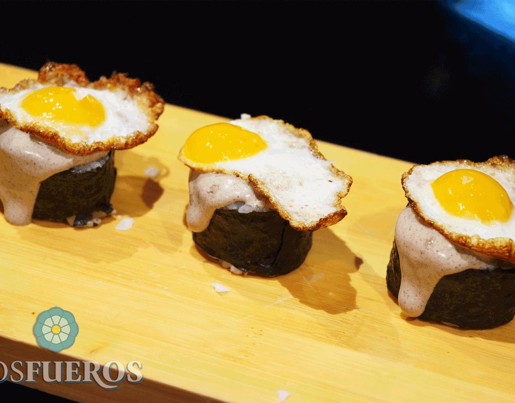 Maki-sushi de huevo frito y trufa - Los Fueros